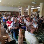 A könyv- és filmbemutató közönsége